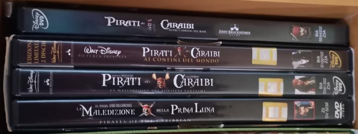 Cofanetto con i film di Pirati dei Caraibi